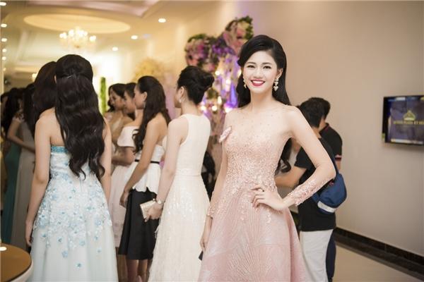 Thí sinh HHVN 2016 đọ sắc cùng đàn chị Đặng Thu Thảo