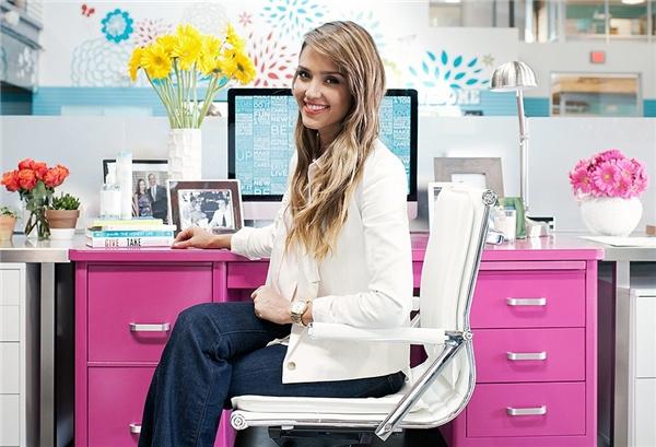 Cô hiện giữ chức vụ Giám đốc sáng tạo tại The Honest Company.