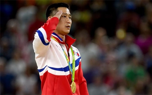 Những VĐV Triều Tiên giành được huy chương sẽ được tặng nhà, xe và quà. (Ảnh: JohapNews)