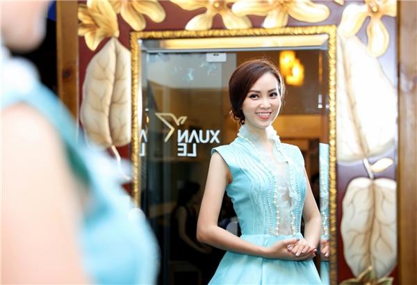 Thụy Vân chuẩn bị váy áo làm MC chung kết HHVN 2016