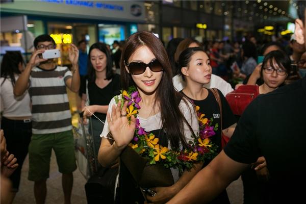 Ngay từ khi xuất hiện tại sân bay, Park Gyuri đã nhận được sự đón chào nồng nhiệt của các khán giả yêu mến. Điều này làm cho nữ ca sĩ vô cùng bất ngờ và vui sướng.