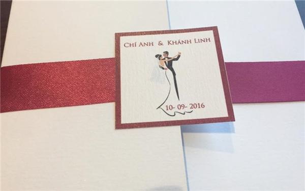 Thiệp cưới của Chí Anh và Khánh Linh bị rò rỉ trên mạng.