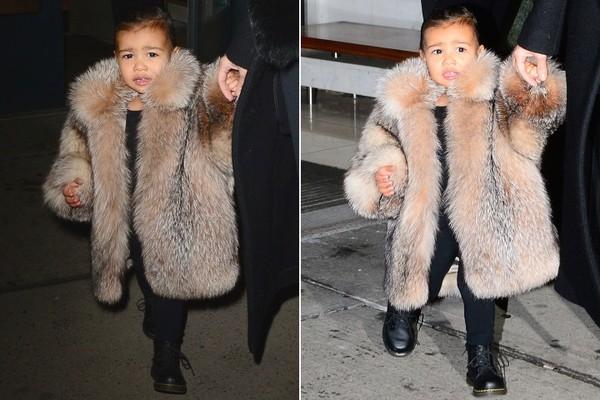 Cô bé nổi bần bật trongchiếc áo khoác lông từ Kaufman Furscó giá lên đến gần 80 triệu đồng.