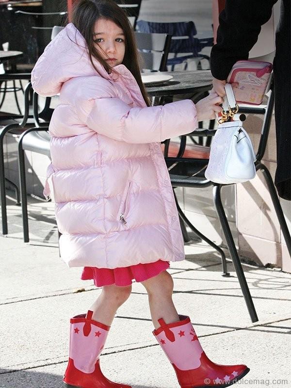 Surisở hữu túi xách hàng hiệuSicily của Dolce&Gabbana.