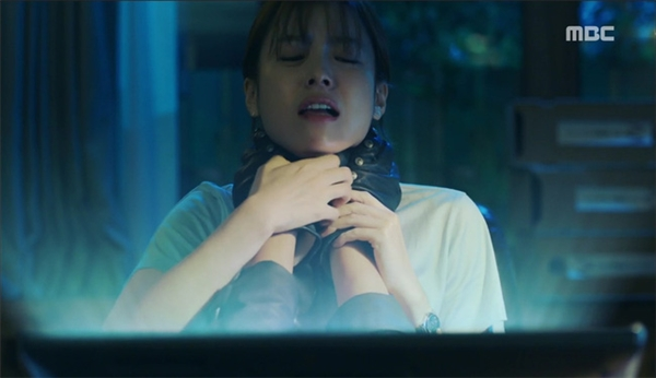 Mặc sóng gió, Lee Jong Suk và Han Hyo Joo vẫn hạnh phúc hẹn hò