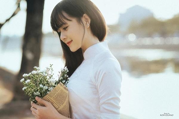 Những hình ảnh cận mặt của cô giáo Vũ ThịPhương xinh đẹp.(Ảnh: Internet)