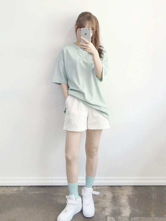 Các loại quần short vải vừa thoải mái lạirất dễ kết hợp với nhiều kiểugiày khác nhau.