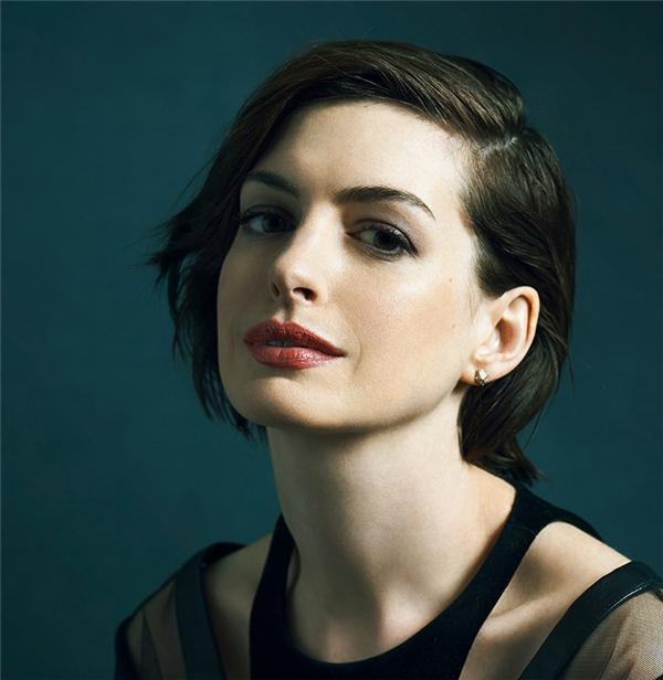 Kể từ khi đạt được thành công vang dội trong sự nghiệp với tượng vàng Oscar danh giá, Anne Hathaway đã lui về hậu trườnglàm vợ, làm mẹ, thế nhưng sắc đẹp của cô luôn khiến người ta phải say đắm khi ngắm nhìn, đặc biệt là cặp môi căng mọng, quyến rũ.