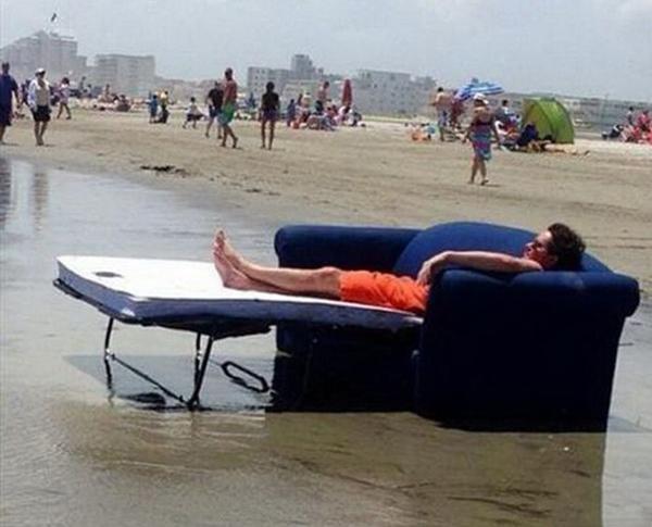 Nằm bãi biển có khác gì trong khách sạn đâu.