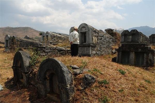Những ngôi mộ rải rác khắp các nơi ở Trung Quốc(Ảnh: Internet)