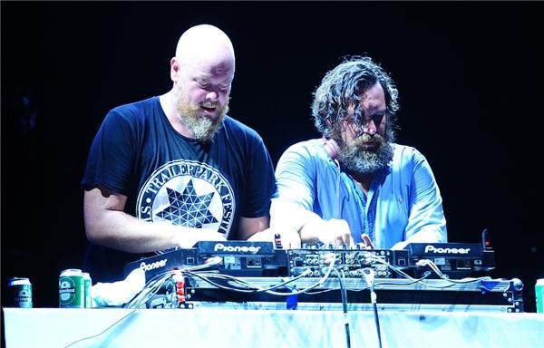 Bộ đôi DJ Lulu Rouge đã kết thúc đêm diễn đầu tiên của lễ hội âm nhạc Cocofest 2016. - Tin sao Viet - Tin tuc sao Viet - Scandal sao Viet - Tin tuc cua Sao - Tin cua Sao