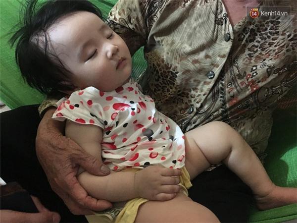 Chị Hòa ra đi bỏ lại đứa con gái mới 8 tháng tuổi. Ảnh: Kênh 14/ Trí Thức Trẻ