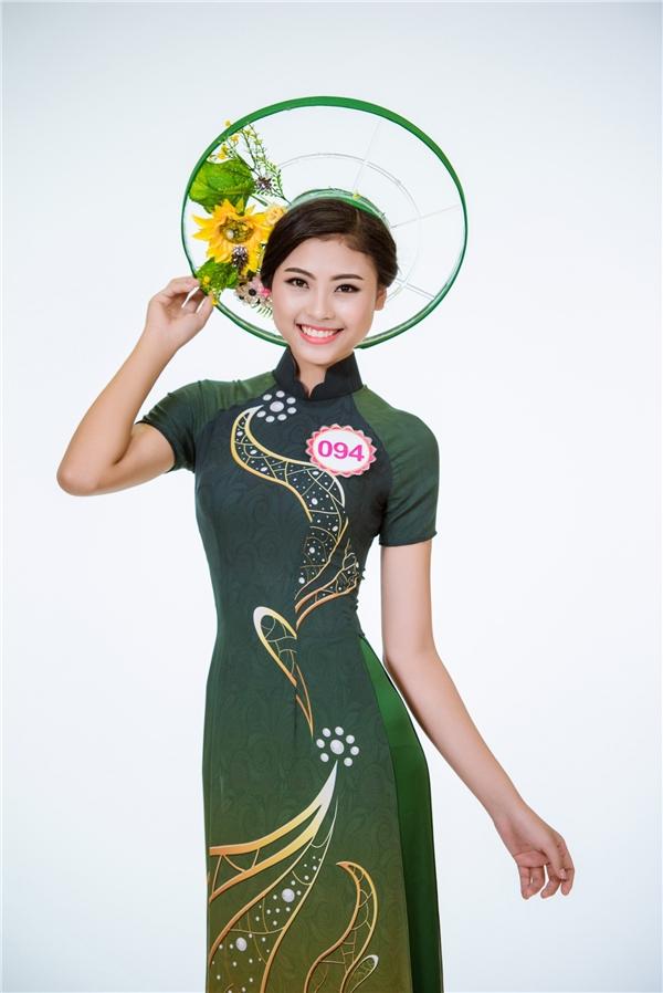 Đào Thị Hà với mái tóc ngắn đặc trưng. Cô gái này cũng nằm trong nhóm ứng cử viên sáng giá của Hoa hậu Việt Nam 2016.