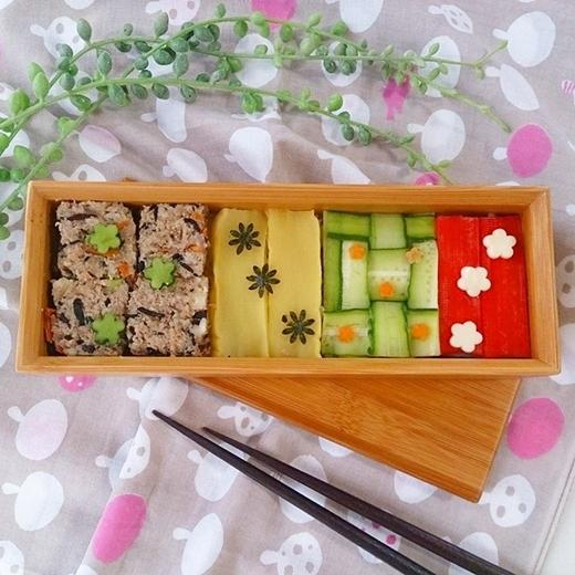 Bằng sự sáng tạo của mình, bạn có thể chế biến ra những loại sushi có màu sắc, hình dáng và mùi vị theo ý thích.