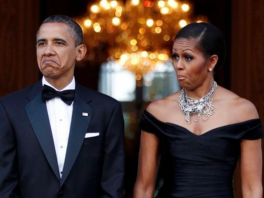 Cả hai người đã thể biện những biểu cảm hài hước khi chiếc xe của Nữ hoàng Elizabeth và Hoàng tử Philip đến Winfield House, London vào năm 2011.