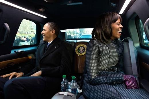 Tổng thống Barack Obama và phu nhân Michelle Obama trong một buổi diễu hành nhậm chức tại Washington D.C. vào ngày 21 tháng 1 năm 2013.