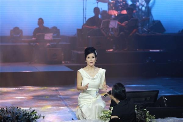 """Nữ ca sĩ """"đứng hình"""" sửng sốt khi vị khán giả này cất giọng. - Tin sao Viet - Tin tuc sao Viet - Scandal sao Viet - Tin tuc cua Sao - Tin cua Sao"""