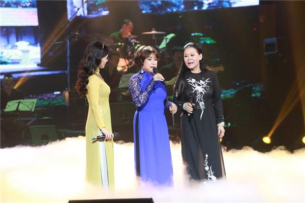 Hồng Nhung, Lệ Thu và Khánh Ly lần đầu cùng đứng chung sân khấu. - Tin sao Viet - Tin tuc sao Viet - Scandal sao Viet - Tin tuc cua Sao - Tin cua Sao