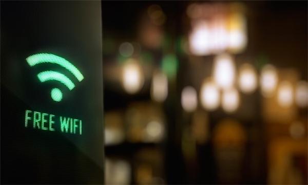 Nhiều người truy cập dẫn đến Wifi chậm hoặc không thể kết nối. (Ảnh: internet)