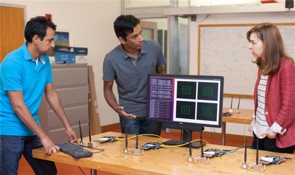Nhóm nghiên cứu MIT với công nghệMegaMIMO 2.0 (Ảnh: internet)