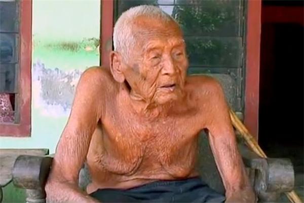 Cụ ông được cho làlớn tuổi nhất thế giới, 145 tuổi