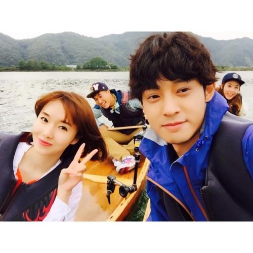Lee Jung Hyun cùng Jung Joon Young cùng đi du lịch 2 ngày 1 đêm trong chương trình Happy Sunday của đài KBS 2.