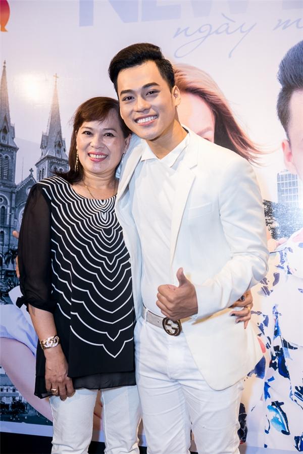 Mẹ Phan Ngọc Luân hạnh phúc vì nhìn thấy con trai ngày càng trưởng thành và có những sản phẩm âm nhạc chất lượng để dành tặng cho khán giả.