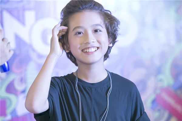 """""""Soái ca nhí"""" Gia Khiêm khiến khán giả thích thú khi hát hit Sơn Tùng"""