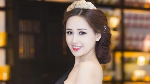 Sau 10 năm từ khi đăng quang trở thành Hoa hậu Việt Nam 2006, Mai Phương Thúy vẫn luôn khẳng định được vị trí của mình trong lòng người hâm mộ. Cô được khán giả yêu mến bởi trình độ học vấn, sự thông minh và năng nổ làm từ thiện.