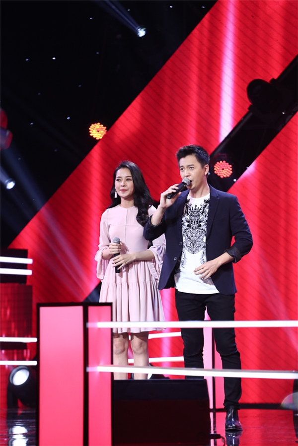 Nam ca sĩ Ngô Kiến Huy và người đẹp Chi Pu đảm nhận vai trò MC cho chương trình. - Tin sao Viet - Tin tuc sao Viet - Scandal sao Viet - Tin tuc cua Sao - Tin cua Sao