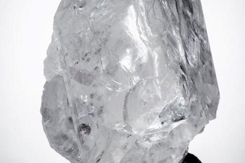 Cận cảnh viên kim cương 3 tỉ năm tuổi có giá vỏn vẹn 1650 tỉ đồng