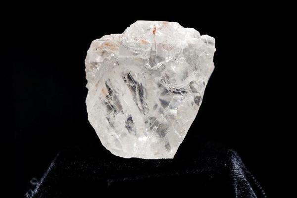 """Lesedi la Rona""""(1.109 carat) xếp sau viên kim cương 3.016,75 carat Cullinan Diamondđược tìm thấy tại Nam Phi vào năm 1905. (Ảnh: internet)"""
