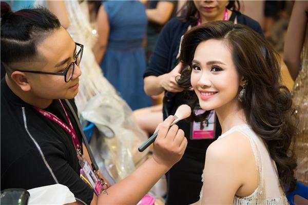 Đột nhập hậu trường trước giờ G của Chung kết Hoa hậu Việt Nam 2016