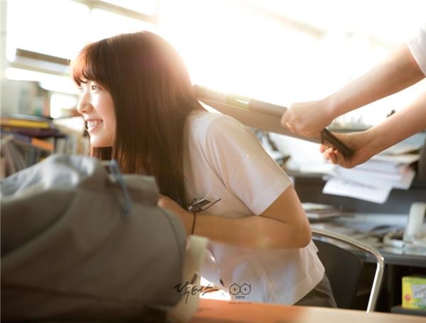 Trái với hình tượng ngổ ngáo, bất cần khi còn là học sinh trung học của Hye Jung, Park Shin Hye đằng sau ống kính lại luôn là nữ diễn viên hay cười, thích đùa và là vitamin năng lượng của đoàn làm phim.