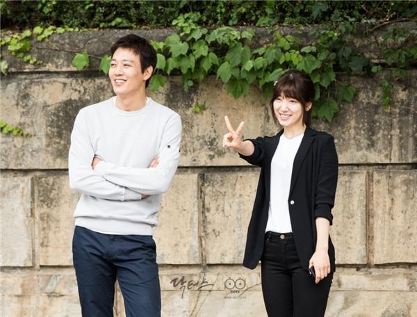 Trước khi diễn cảnh chia tay, Kim Rae Won và Park Shin Hye lại cười tươi thế này đây!