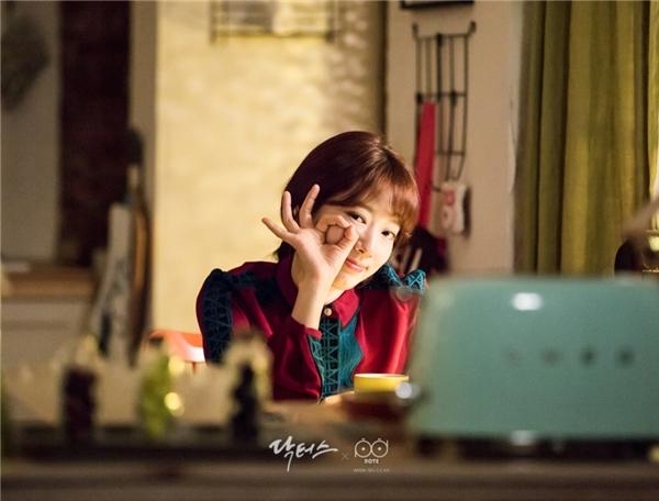 Dù lịch trình ghi hình vất vả, thế nhưng nụ cười vẫn rạng rỡ trên môi Park Shin Hye.