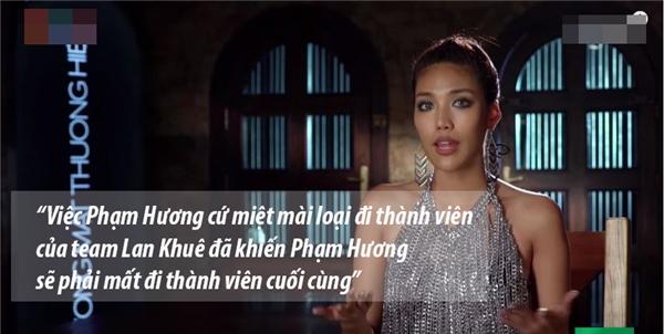 Có thể thấy dù tâm lí không còn nặng nề nhưng việc mất đi Mai Ngô ít nhiều cũng khiến Lan Khuê bất bình với Phạm Hương trong chặng đua nước rút.