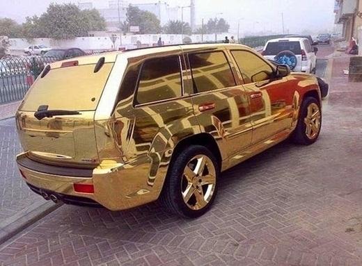 Những chiếc SUV bằng vàng không khó để tìm thấy trên đường phố Dubai.
