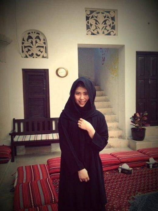 Những cô gái lấy chồng Dubai sẽ phải theo đạo của chồng và thay đổi cách ăn mặc.