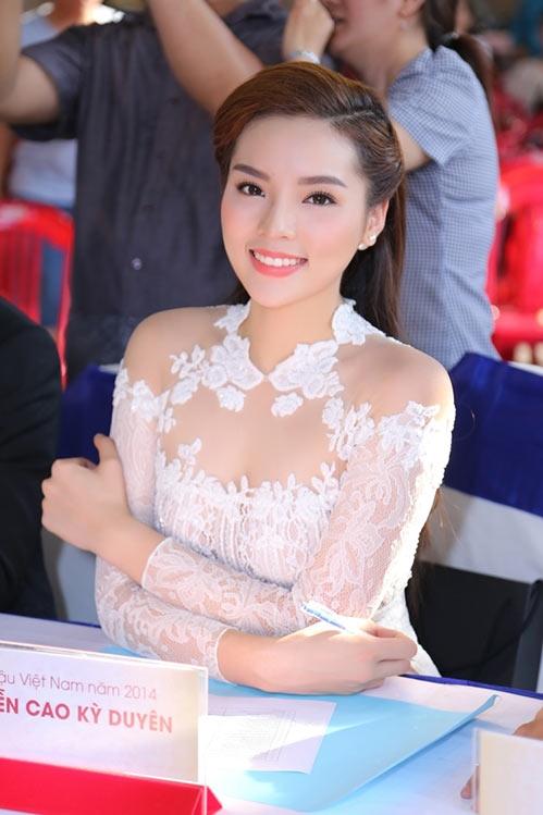 Và một trong những điểm giống nhau thú vị nhất giữa Kỳ Duyên và Mỹ Linh là tên họ của hai người đẹp lại trùng với têncủa hai nghệ sĩ nổi tiếng Việt Nam. - Tin sao Viet - Tin tuc sao Viet - Scandal sao Viet - Tin tuc cua Sao - Tin cua Sao