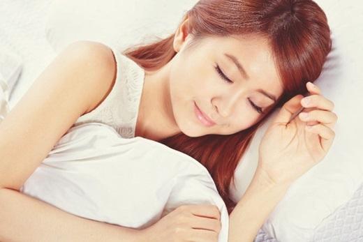 Ngủ đủ giấc giúp tinh thần sảng khoái, da khỏe mạnh. (Ảnh: Internet)
