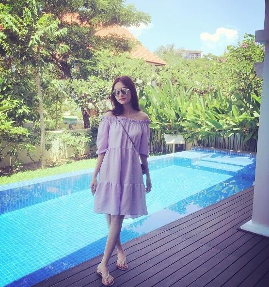 Hoa hậu Việt Nam 2016 sử dụngphong cách mix đồ tối giản với streetstyle, nhằm tạovẻ đơn giản, năng động mà vẫn thanh lịch, trẻ trung.