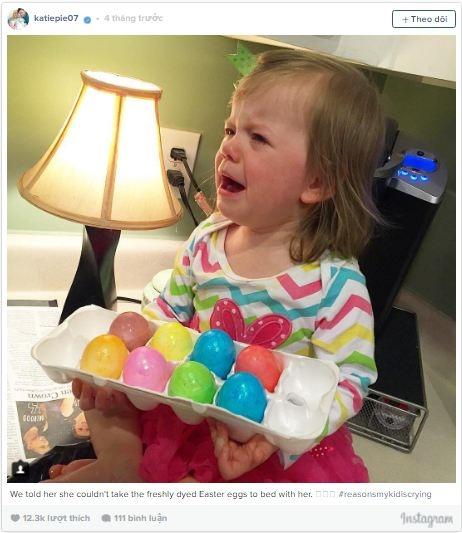 Cô nhóc mếu máo vì không được cha mẹ cho phép mang trứng Phục Sinh đi ngủ cùng vì muốn ấp cho trứng nở. Lí do dễ thương hết sức.