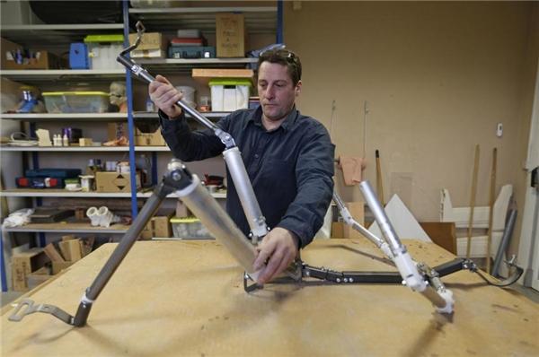 Đây làbộ khung cơ khí của một búp bê sản xuất tạicông ty DreamDoll.