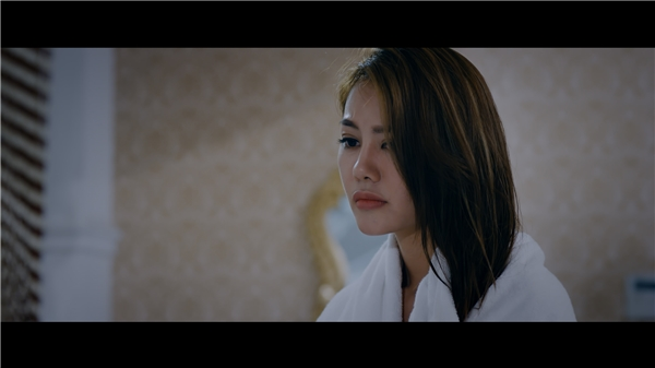 """Có thể khẳng định Găng Tay Đỏ sẽ là bước tiến lớn về diễn xuất của Linh Chi trong điện ảnh, giúp cô từng bước khẳng định mình không phải là """"bình hoa di động""""."""