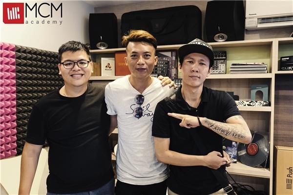 3 Producer Manny Fat Beat, Thành Gi.T vàDaniel Mastro (từ trái qua).