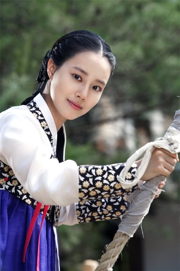Không thường xuyên đóng phim cổ trang nhưng các tác phẩm của Moon Chae Won luôn nhận được sự khen ngợi về cả diễn xuất lẫn tạo hình.