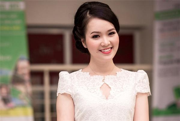 """Thụy Vân cũng là một trong những người đẹp xuất thân từ """"cái nôi"""" Đại họcNgoại thương (cơ sở 1 - Hà Nội). Năm 2008, cô đoạt ngôi Áhậu 2 Hoa hậu Việt Nam. Trước đó, cô đăng quang Hoa khôi Ngoại thương 2006 và Ákhôi học đường toàn quốc 2008. Giờ đây, Thụy Vân là người dẫn chương trình tại Đài truyền hình Việt Nam. Ở đêm chung kết Hoa hậu Việt Nam 2016, cô cũng đảm nhiệm vai trò MC cùng Vũ Mạnh Cường, Ái Phương, Đức Bảo. - Tin sao Viet - Tin tuc sao Viet - Scandal sao Viet - Tin tuc cua Sao - Tin cua Sao"""