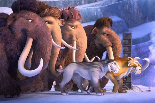 """8. Ice Age: Collision Course - 368,3 triệu USD*: Bị đánh giá là """"nỗ lực vơ vét tiền bạc đáng xấu hổ"""", phần năm của Ice Age là một trong những tác phẩm điện ảnh mà giới phê bình ghét nhất mùa hè năm nay. Đến giờ, Collision Course đã thu được gần 370 triệu USD. Nhưng con số đó thậm chí còn kém cả phần một ra đời cách đây 14 năm (383,3 triệu USD), và khiến đây hiện là tập phim có doanh thu thấp nhất của Kỷ băng hà. (Ảnh: Fox)"""