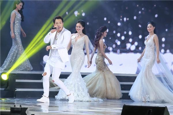 Bi (Rain) tiết lộ thích ăn phở và trang phục áo dài của Việt Nam